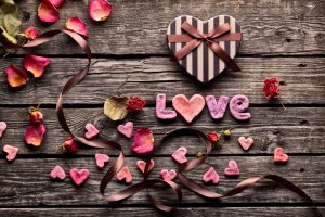 Valentine's Day Quick Makeover Guide seems like a great idea with the big day right around the corner and I am sure we are all thinking of how surprise our guys this year.