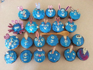Decorating Cupcakes With Your Kids....Mess Free!