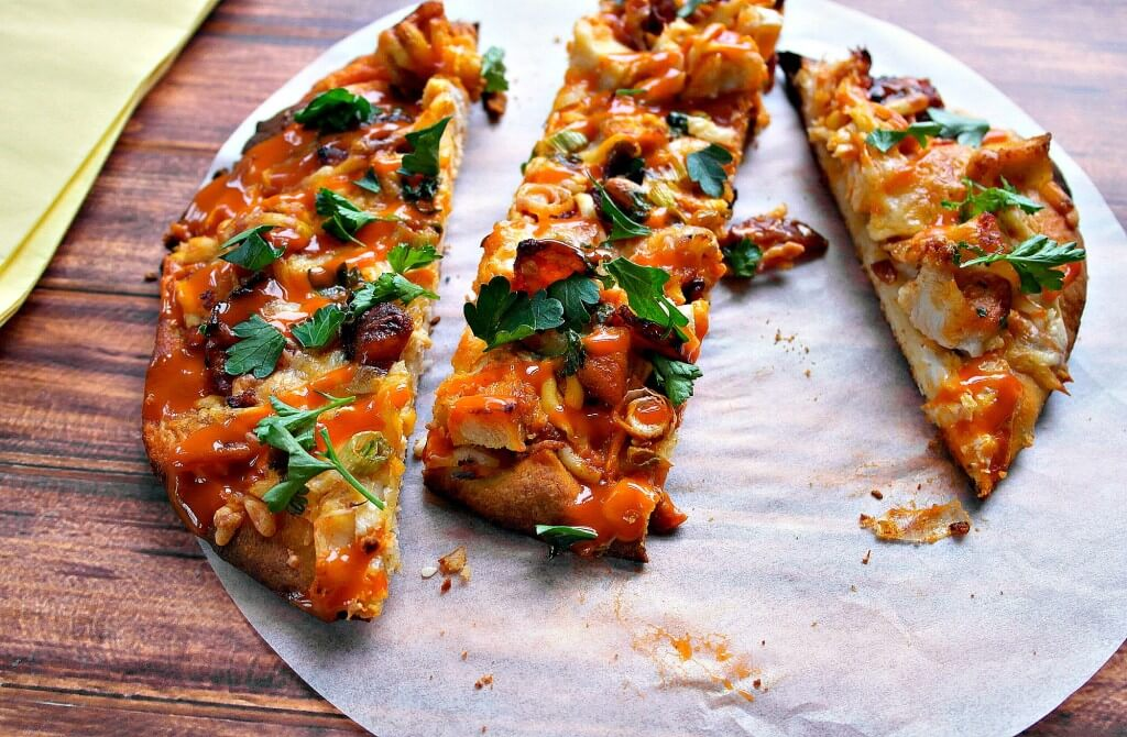 Everyone loves this delicious Buffalo Chicken & Bacon Ranch Flatbread Pizza! So simple to make, it is a great semi-homemade recipe!