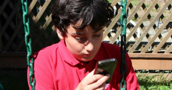 10 Signs Your Child is Addicted to their Mobile Devices