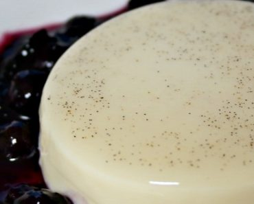 5 Ingredient Vanilla Bean Panna Cotta Recipe