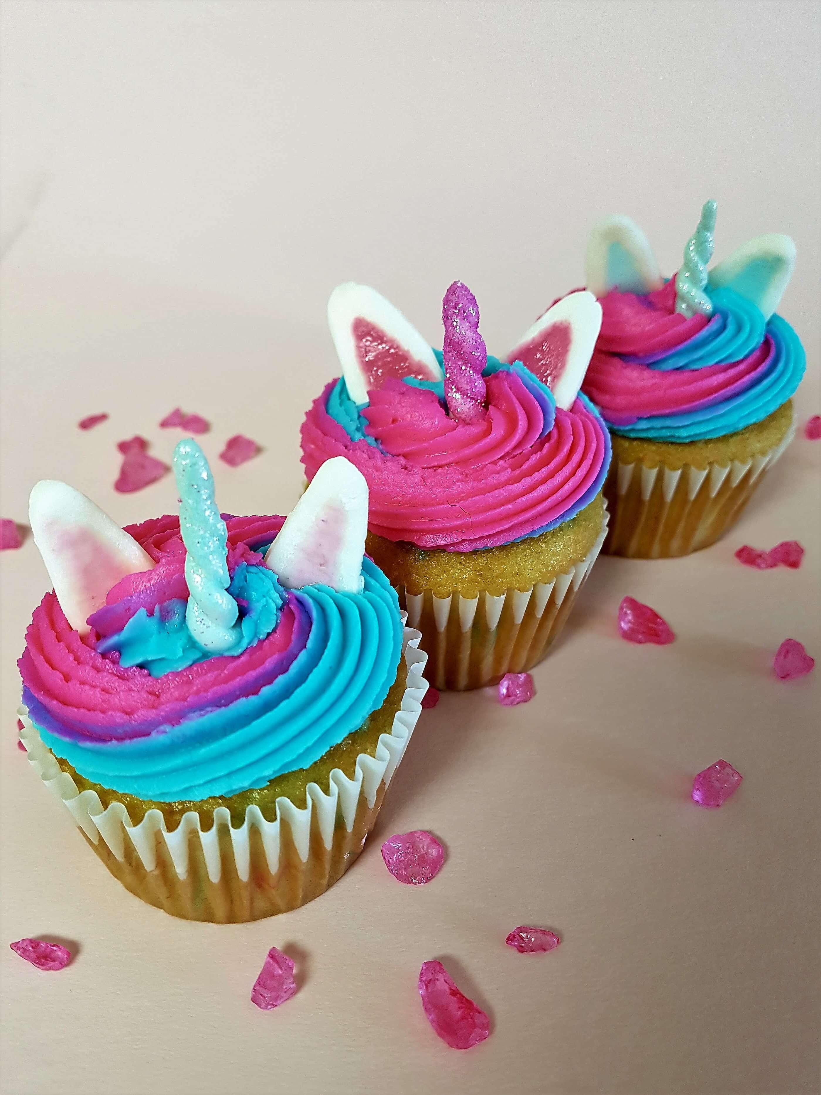 Adorable unicorn cupcakes decorations tots family parenting kids food crafts diy and travel - Creme decoration cupcake ...