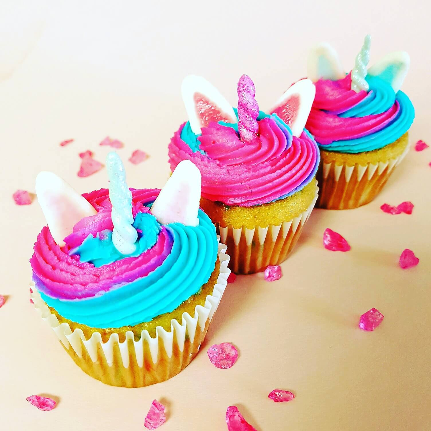Adorable unicorn cupcakes decorations tots family for Cupcake home decorations