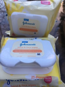 5 Unique Uses for Hand & Face Wipes from Johnson's - As a busy mom of five, it can be hard to find time to do everything that needs to be done.