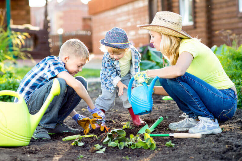 This is how I do it - 7 Gardening Tips for Busy Mothers. How do I find time to garden with 8 children?The answer is, I don't. Well, not that much.