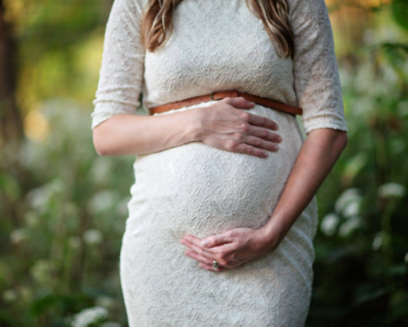 image of pregnant woman's belly - Reasons Pregnant Women Should See Their Dentists