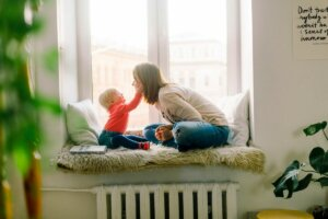 Things Nobody tells You about becoming a Mom image of mother and toddler