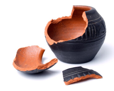 Being more eco-friendly by fixing a broken ceramic pot instead of throwing it out
