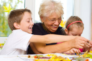 image of grandmother and grand kids making crafts together to Help Kids Connect Deeper with Grandparents in a Care Facility